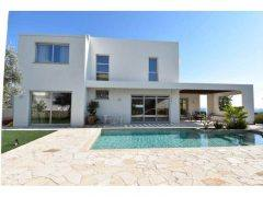 Luxury villa for long term rent in Pyrgos